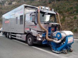 Camion de rabotage routier